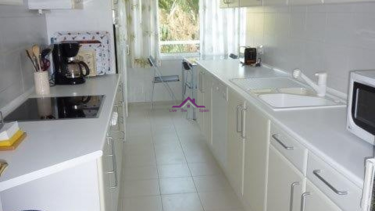 3 Bedrooms, Apartment, For Rent, 3 Bathrooms, Listing ID 1117, Estepona, Spain,