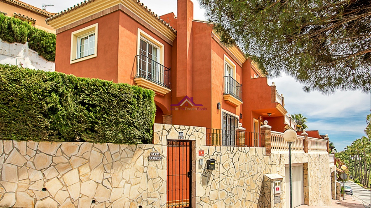 Calahonda,Spain,4 Bedrooms Bedrooms,2 BathroomsBathrooms,Villa,1137