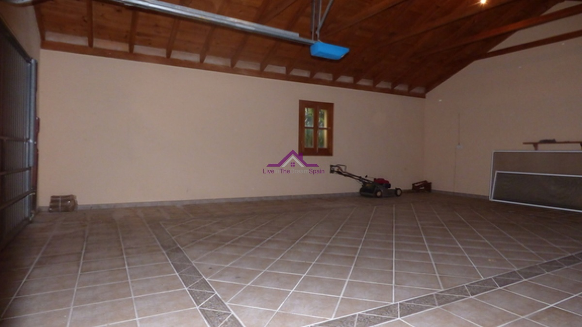 4 Bedrooms, Villa, For Rent, 2 Bathrooms, Listing ID 1067, Coin, Spain,